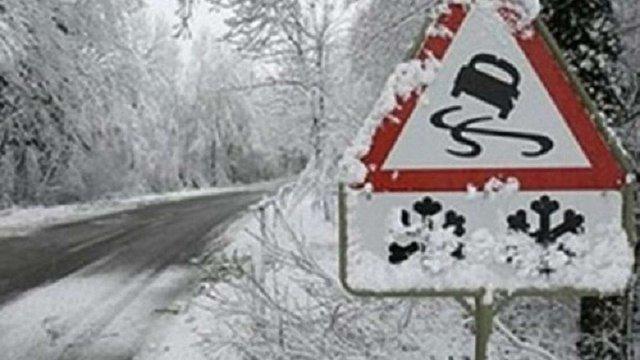 У найближчу добу синоптики прогнозують на дорогах Львівщини ожеледицю та місцями туман