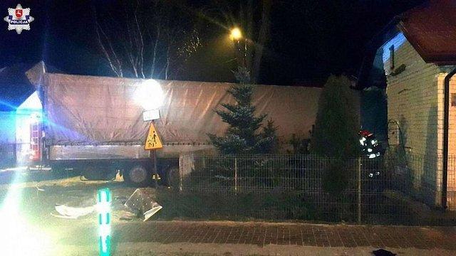 У Польщі українець заснув за кермом вантажівки і в'їхав у житловий будинок