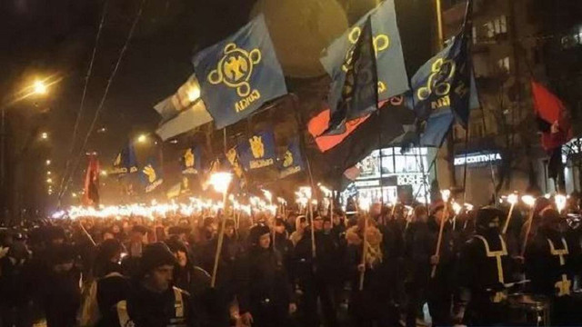 У Києві пройшла смолоскипна хода на честь Героїв Крут