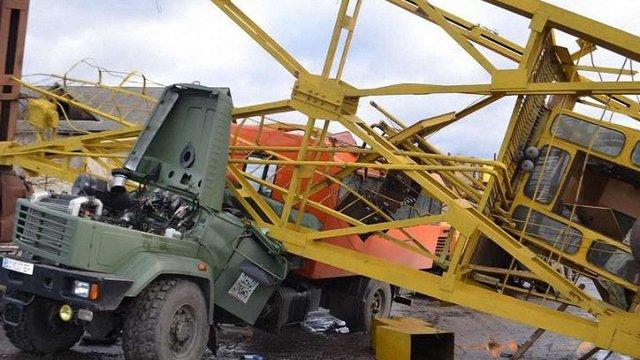 «Львівська залізниця» оприлюднила подробиці падіння крана на залізничників в Івано-Франківську