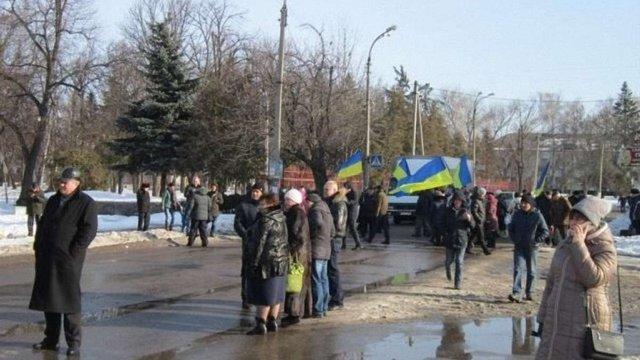 Жителі міста на Черкащині перекрили дорогу на Київ через відключення їм опалення