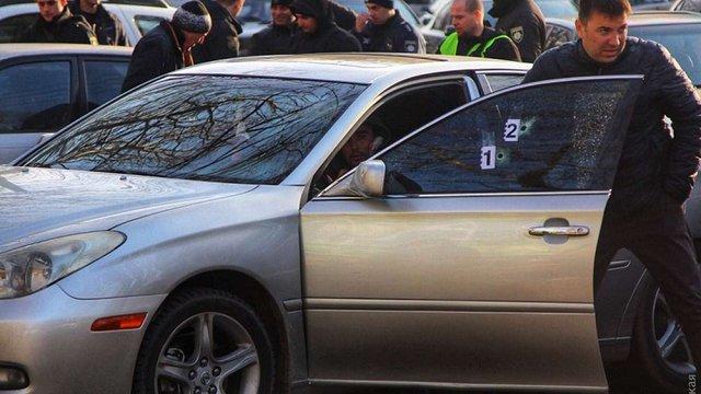 В Одесі поліцейські зі стріляниною затримали грабіжників, одного з підозрюваних поранено