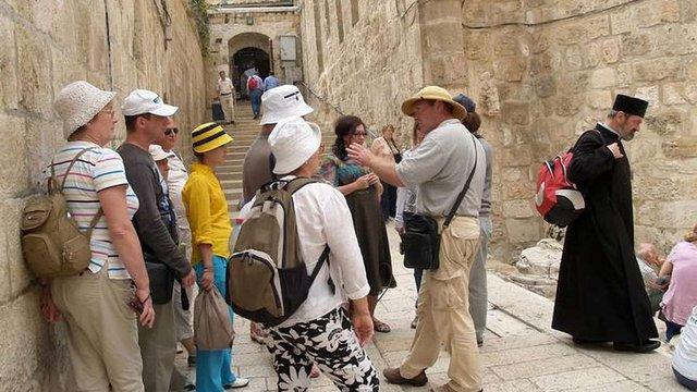 В Ізраїлі невідомий чоловік закидав польських туристів камінням
