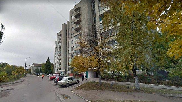 Вночі з багатоповерхового будинку у Львові викинувся 47-річний чоловік