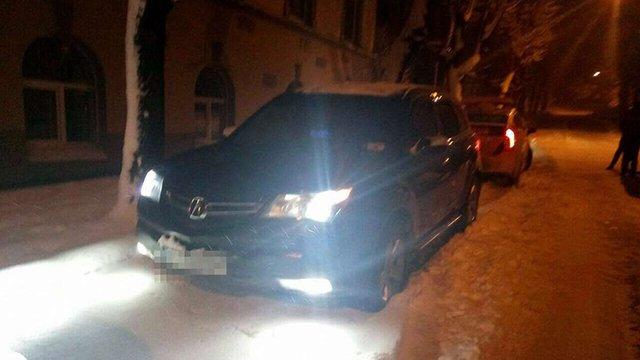Поліція затримала у Львові чоловіка, який обстріляв перехожого зі свого автомобіля
