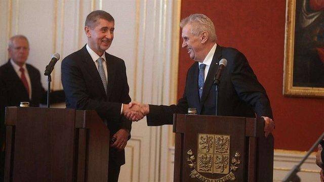 Прем'єр Чехії не виключає проведення дострокових парламентських виборів