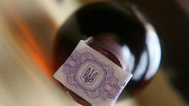 В Україні знову подорожчають алкоголь і сигарети