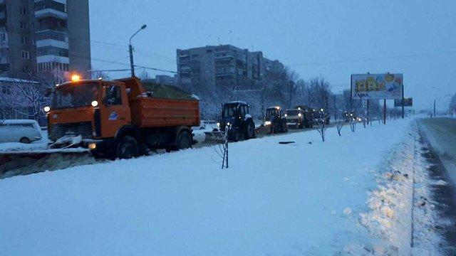 У понеділок зранку вулиці Львова прибирають 66 одиниць техніки