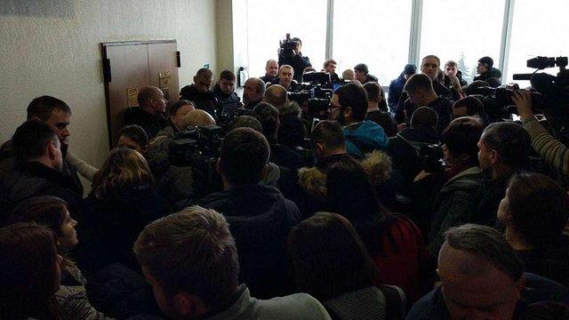 Обвинувачених у підпалі споруди УПЦ (МП) у Києві відпустили на поруки нардепів