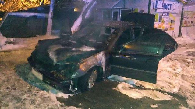 У Львові згорів легковий автомобіль Mercedes S-500