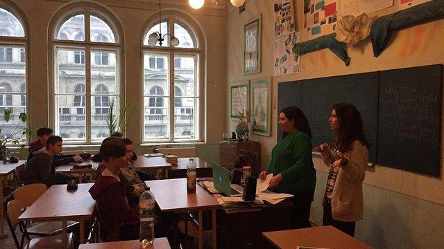 Через масове захворювання учнів на грип дві львівські школи призупинили навчання