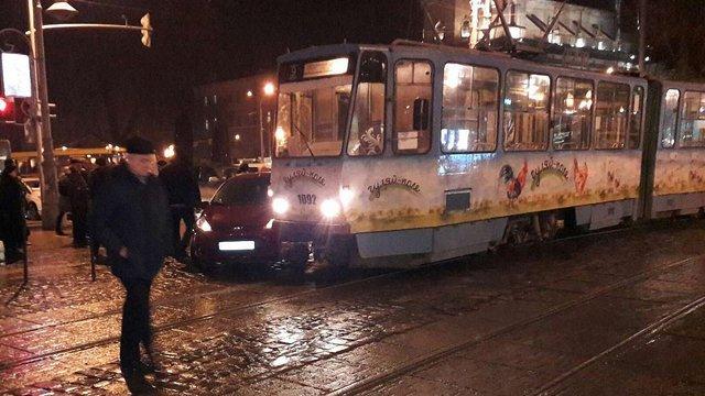 «Львівелектротранс» вперше відсудив ₴30 тис. у водіїв автомобілів, які заважали руху трамваїв