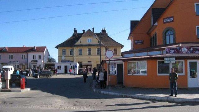 У Старосамбірському районі вирішили заборонити торгівлю по неділях