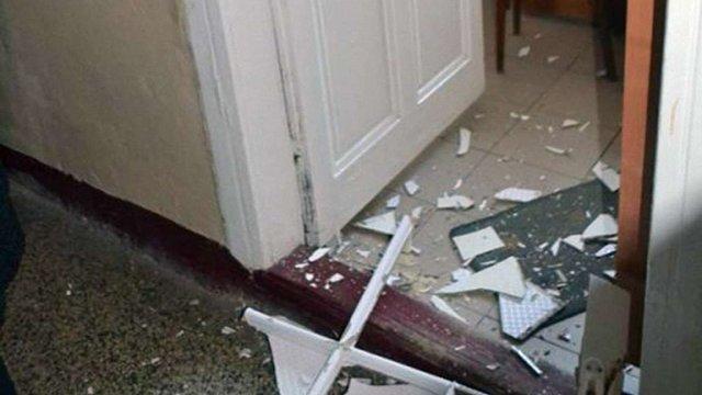 Поліцейські затримали 21-річного чоловіка, який виламав 40 дверей у самбірській поліклініці