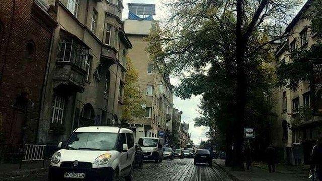 У Львові власник скляної надбудови в будинку на вул. Чупринки проведе добровільний демонтаж
