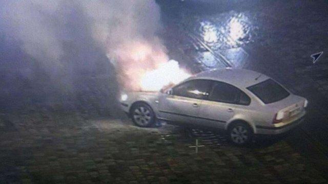 У центрі Львова загорівся автомобіль Volkswagen