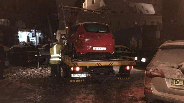У Львові за добу на арештмайданчик евакуювали 9 автомобілів