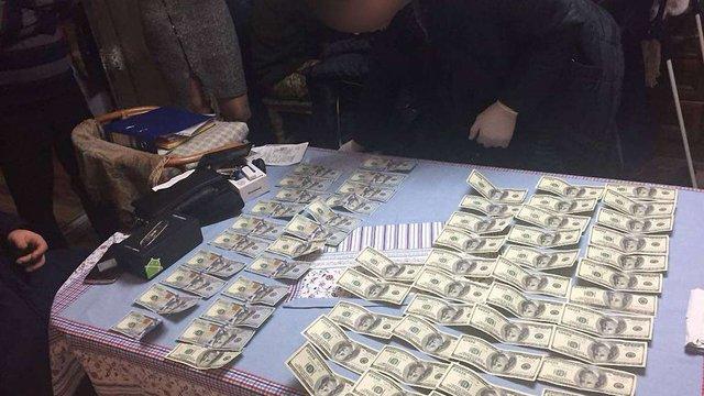 У Чернівцях адвокат вимагав від матері клієнта $6 тис. за пом'якшення вироку суду