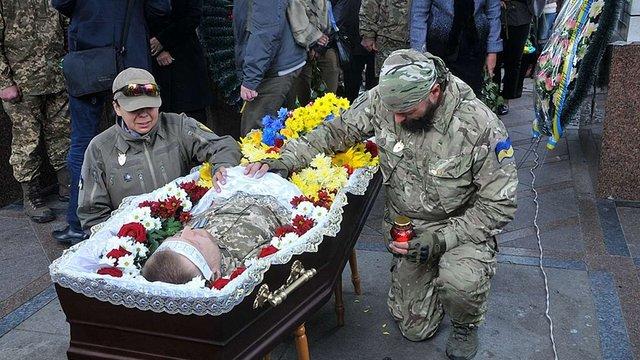 Більше половини родичів загиблих в АТО вважають збройний конфлікт в Україні війною з Росією