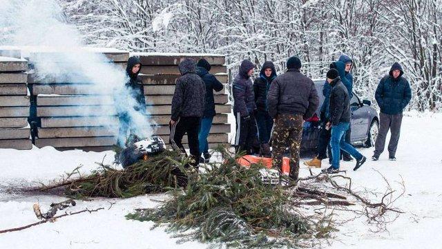 На Дрогобиччині перекрили дорогу до сміттєзвалища