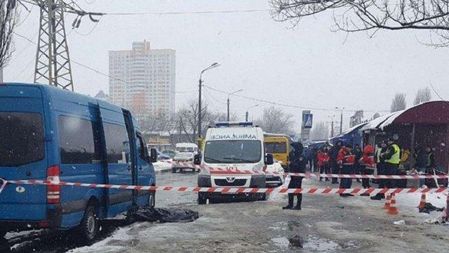 У Києві на зупинці зарізали чоловіка за зроблене зауваження