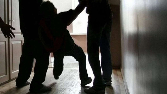 На Тернопільщині підлітки катували однолітка та знімали знущання на відео