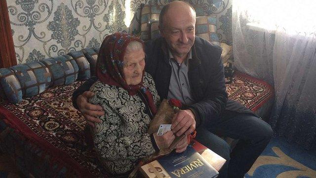 100-річній мешканці Старосамбірщини на честь ювілею місцева влада подарувала ID-паспорт