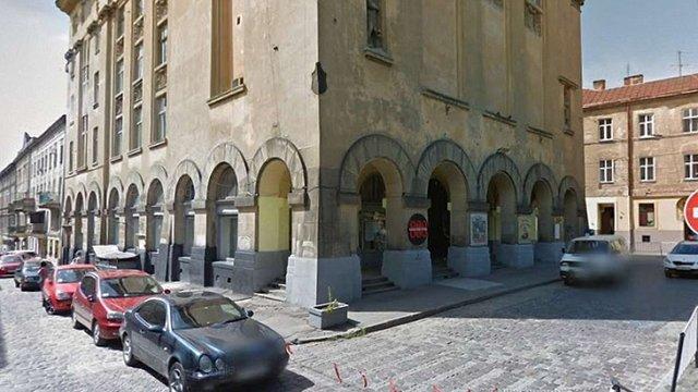 Охоронець нічного клубу у Львові, який з необережності вбив відвідувача, заплатить ₴205 тис.