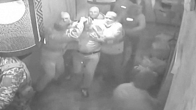 Оприлюднене відео затримання Саакашвілі в ресторані «Сулугуні» в Києві