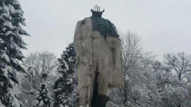 26-річному стриянину, що відбив голову пам'ятнику Шевченкові, оголосили про підозру
