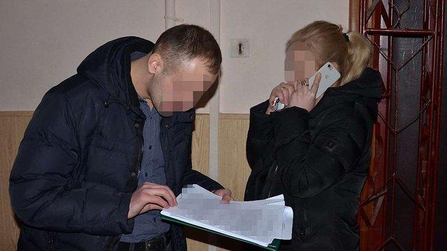 У Львові на хабарі у ₴10 тис. затримали працівницю міграційної служби