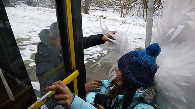 Водій львівської маршрутки вигнав пасажирку з крилами ангела