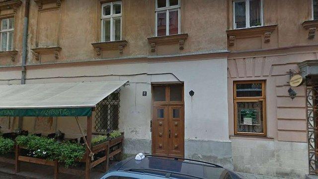 У будинку в центрі Львова виявили гранату з запалом