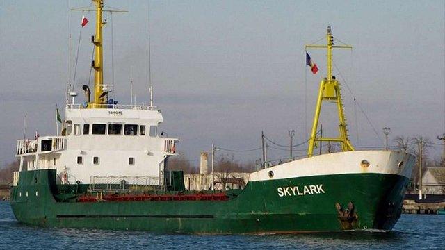 Троє українських моряків застрягли поблизу острова Крит на аварійному судні