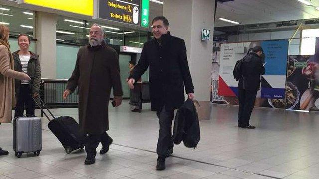 Саакашвілі прилетів до дружини та дітей у Нідерланди