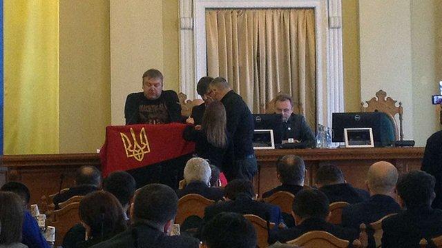 Львівська міськрада регламентувала використання червоно-чорного прапору