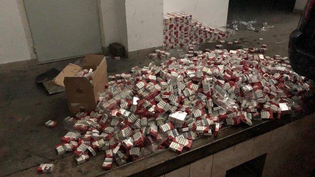 19-річний хлопець намагався вивезти до Польщі у підлозі авто 4 тисячі пачок сигарет