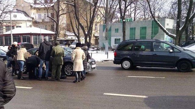 У центрі Львова водій збив пішохода поза пішохідним переходом