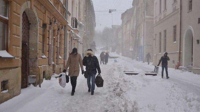 Мешканців Львівщини попередили про ожеледицю на дорогах