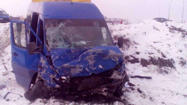 На Київщині у зіткненні легковика з автобусом загинули двоє людей