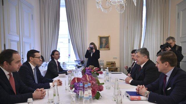 Порошенко попросив польського прем'єра не ображати ім'я Богдана Хмельницького