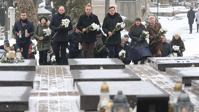 На Личаківському кладовищі вшанували Героїв Небесної Сотні та загиблих під Дебальцевим