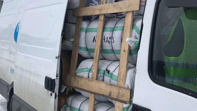У Смільниці митники затримали понад 2 тонни незадекларованих текстильних виробів
