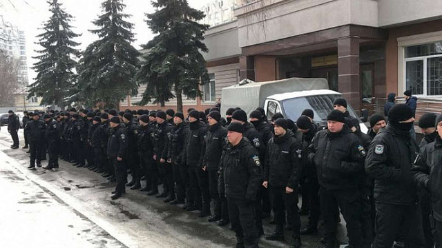 У Києві близько сотні поліцейських влаштували «мовчазний протест» під судом