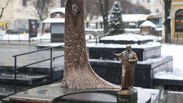Із центру Львова намагалися вкрасти мініатюрний пам'ятник Шевченку