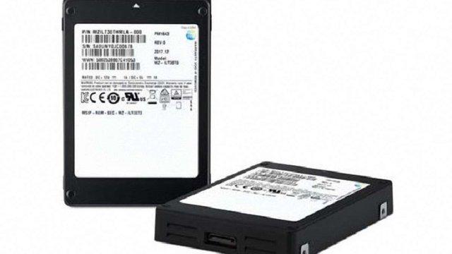 Компанія Samsung презентувала найбільший у світі SSD-накопичувач