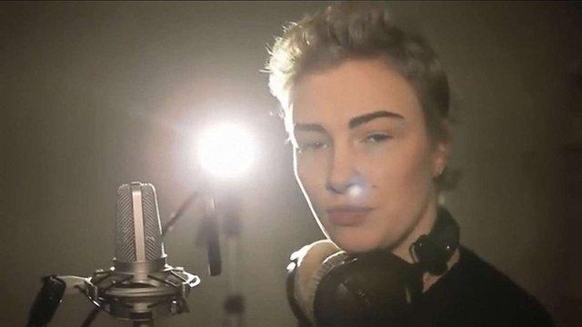 АП назвала «непорозумінням» участь співачки Анастасії Приходько в піар-ролику Порошенка