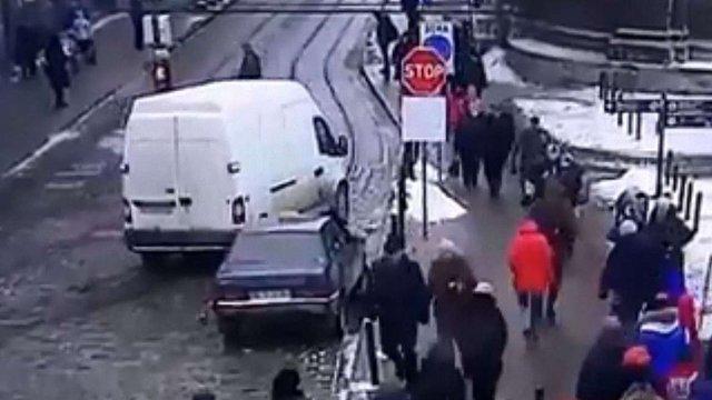 У Львові на водія склали адмінпротокол за наїзд на болард