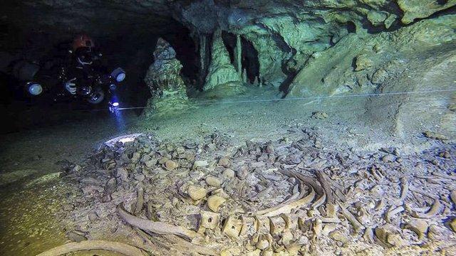 У найбільшій в світі затопленій печері в Мексиці знайшли кладовище майя