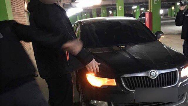 Начальника кінологічної служби львівських прикордонників затримали на хабарі у 8100 грн